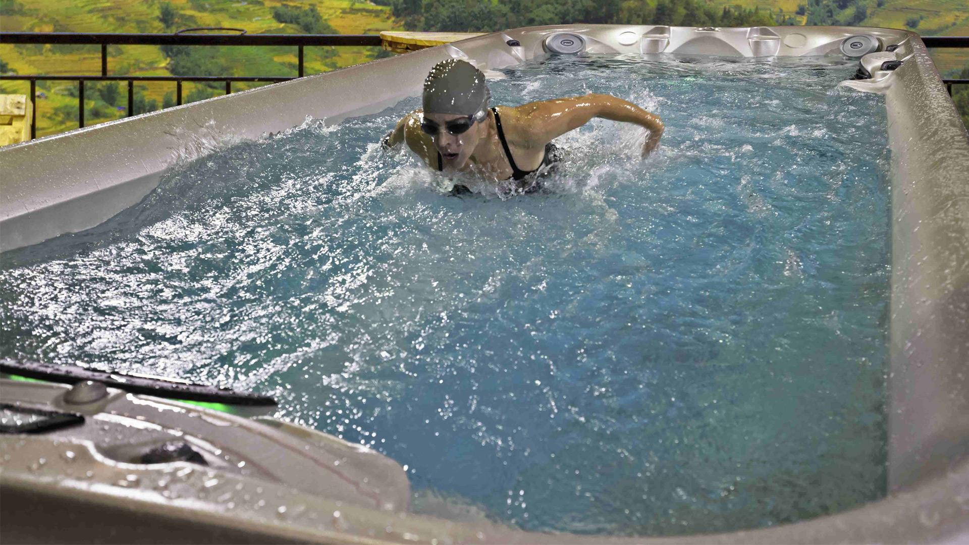 Spa de nage Jacuzzi®